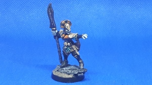 Marauder Dark Elf Leader on rock base, pointing, with halberd