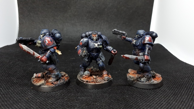 3 Crimson Fist Primaris Reivers, side on view showing left-hand shoulderpad iconography