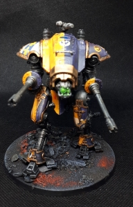 Imperial Knight Helverin in purple and yellow House Mortimer livery